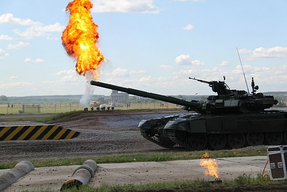 A Т-90SМ with a flamethrower