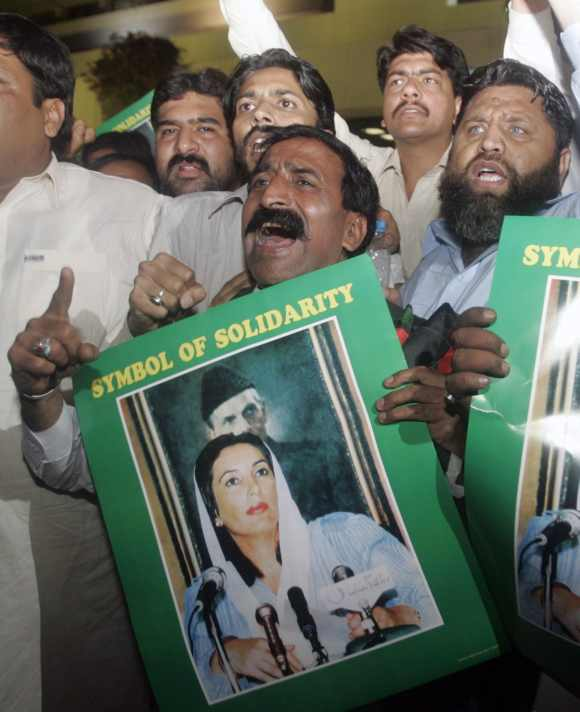 Supporters of assassinated former prime minister Benazir Bhutto chant anti-Musharraf slogans in Islamabad