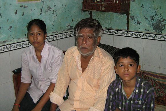 Ramlal Musai Yadav with his children