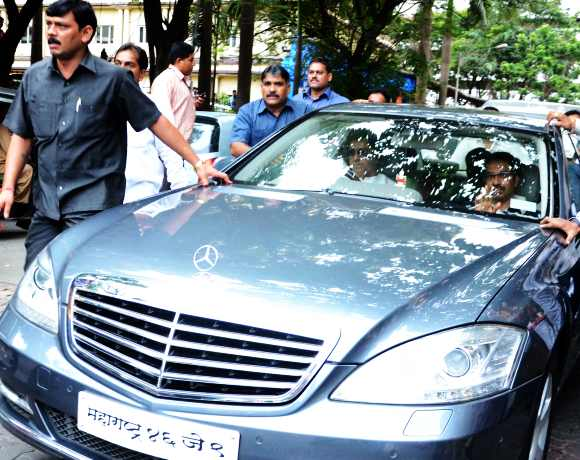 Raj Thackeray drives Uddhav home in his silver Mercedes