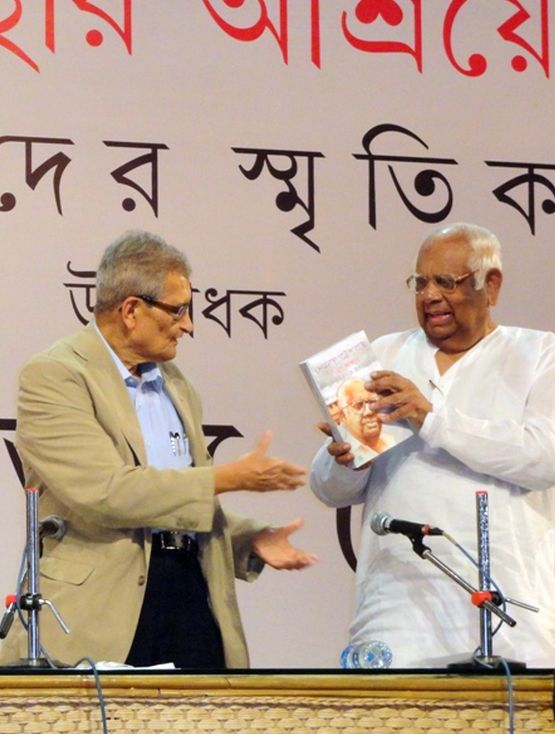 Nobel Laureate Professor Amartya Sen and former Speaker and Parliamentarian Somnath Chatterjee share the dais at the Rabindranath Tagore Centre in Kolkata