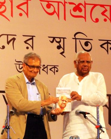 This file photo shows Amartya Sen (left) with former Lok Sabha Speaker Somnath Chatterjee at a book inauguration event in Kolkata.