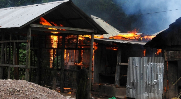 Ethnic violence rocks Assam, thousands flee