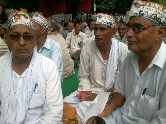 Basti Ram and Amar Singh Sharma from Charkhi Dadri at Jantar Mantar, New Delhi