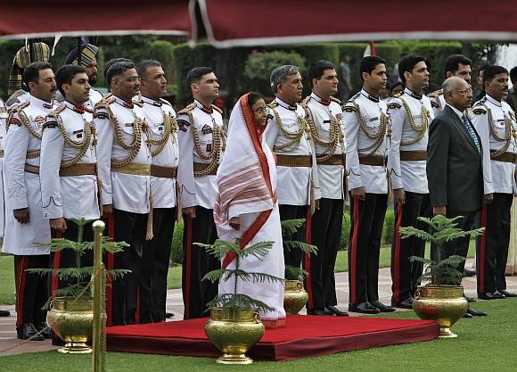 Former President Pratibha Patil (C) poses for a picture with her members of staff during the At Home reception for lawmakers at India's presidential palace, Rashtrapati Bhavan, in New Delhi