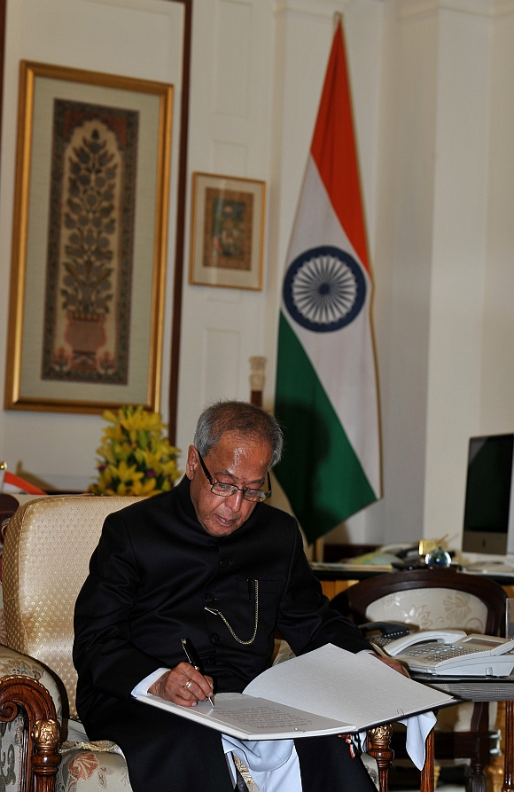 The President Pranab Mukherjee signing the register at President's office at Rashtrapati Bhavan, on his arrival from Parliament House after the swearing-in ceremony in New Delhi