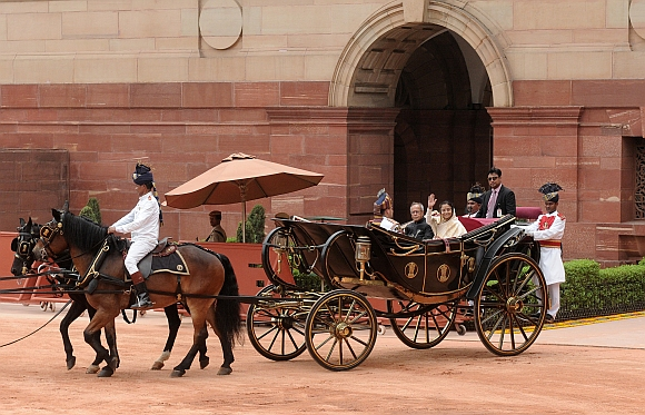 President Pranab Mukherjee with the outgoing President Pratibha Devisingh Patil on his way to Rashtrapati Bhavan riding traditional 'Buggi' after the swearing-in ceremony
