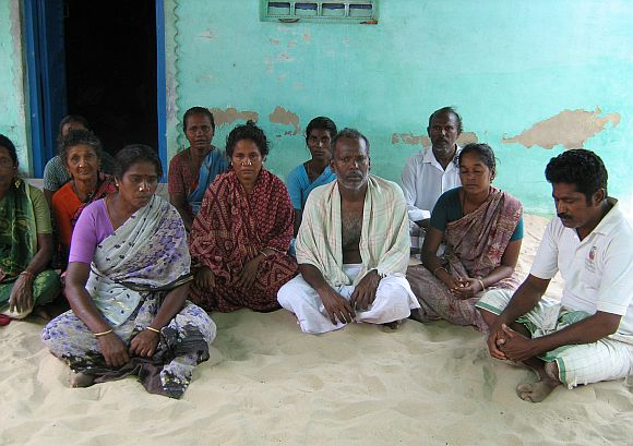 Villagers of Thoppuvalasai gather to mourn Sekar's loss