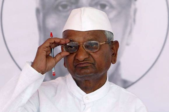 On day 3 of fast, Anna Hazare says sorry to media