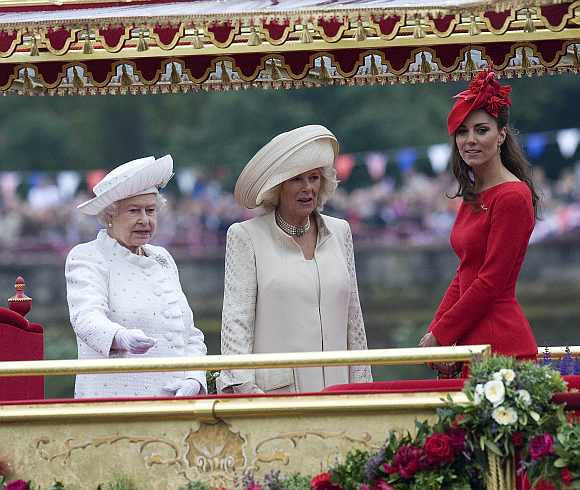 Queen Elizabeth's 1,000-ship glamorous Thames pageant