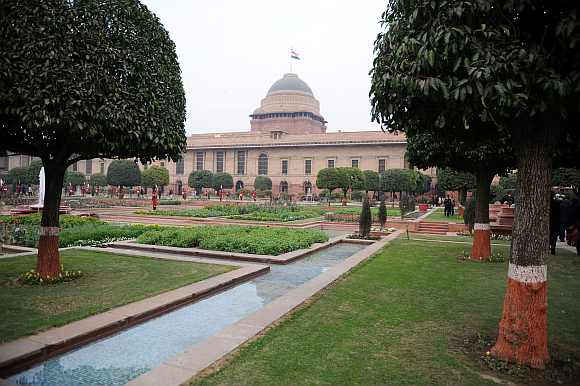 Guards stand in the Mughal gardens surrounding Rashtrapati Bhavan in New Delhi