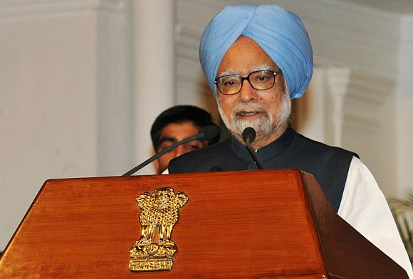 Pranab as Prez poses big problems for PM, Sonia and co