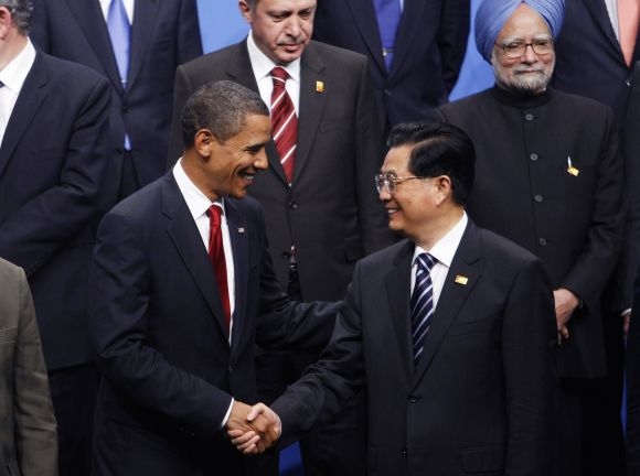 President Obama shakes hands with China's President Hu Jintao as Turkey's PM Erdogan (C) and Dr Singh look on, at the G20 Summit in Pittsburgh