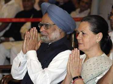 Prime Minister Mabnmohan Singh and Congress President Sonia Gandhi