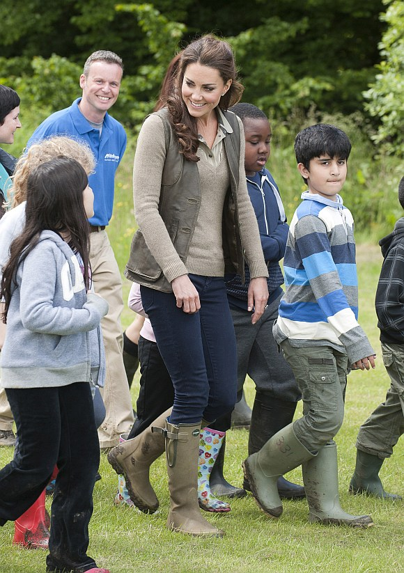 The Duchess interacts with the kids