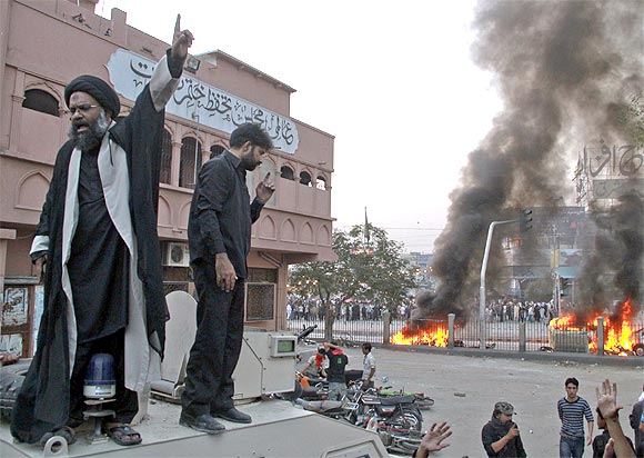 A Shi'ite cleric speaks to protesters after clashes between two religious sects of Islam in Karachi