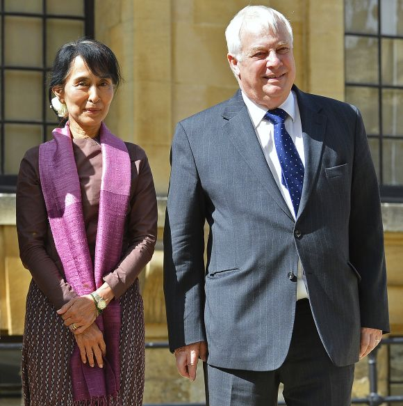 Suu Kyi and the chancellor of Oxford University, Chris Patten, pose in the grounds of the Bodleian Library in Oxford