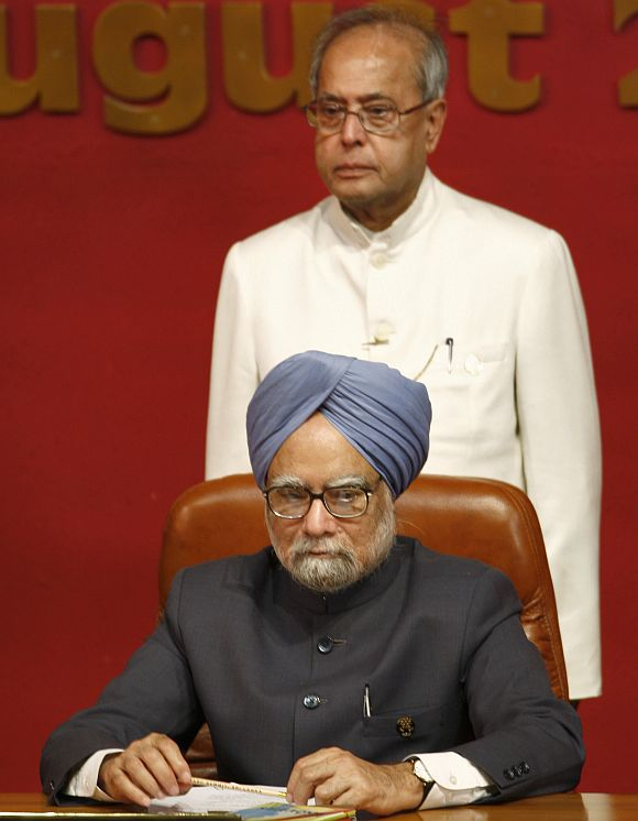 Mukherjee stands behind PM Singh during the 2008 SAARC summit in Colombo