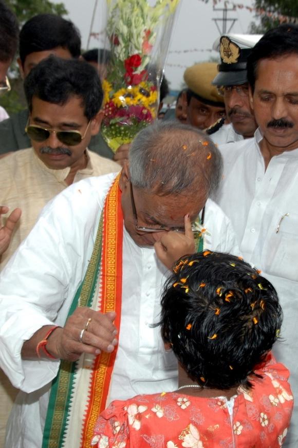 Bengal cheers for 'village boy' Pranab
