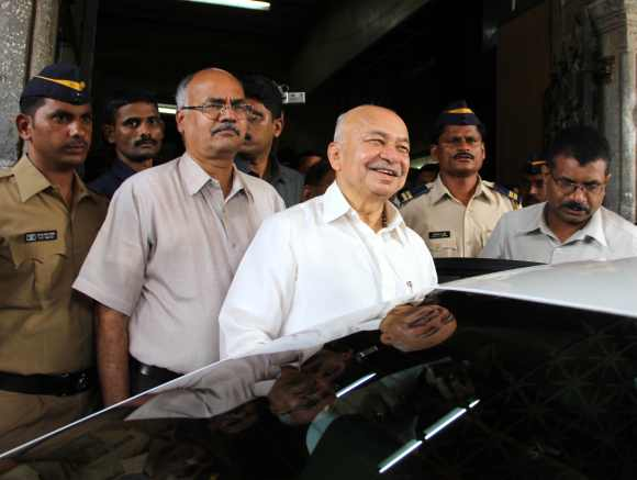 Former Maharashtra CM Sushil Kumar Shinde deposed before the Adarsh Commission at Old Custom House in Mumbai