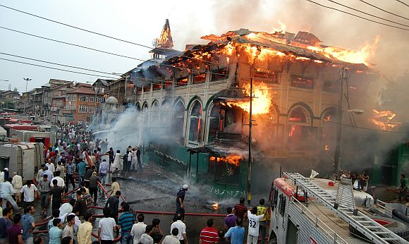 200-year-old Dastageer Sahib shrine gutted