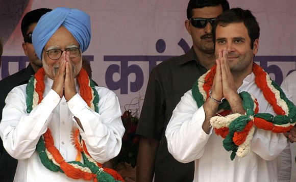 PM Manmohan Singh with Congress general secretary Rahul Gandhi addressing a campaign rally in Uttar Pradesh