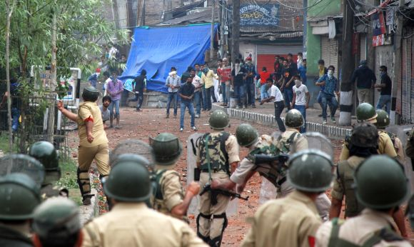 Protestors and police clash in Kashmir