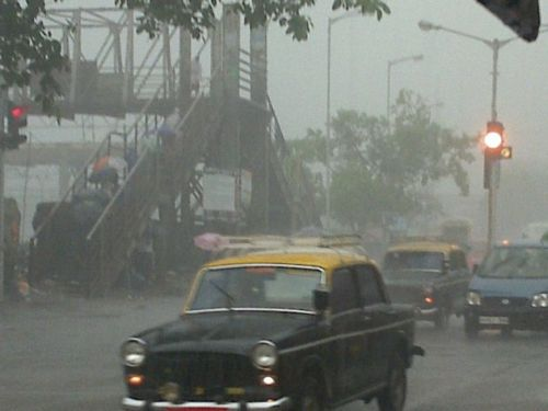 Reader danger-don sent us thios photo of the rainfall in Mahim locality