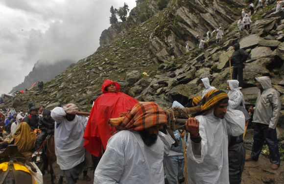 Thousands brave odds for a glimpse of Lord Amarnath