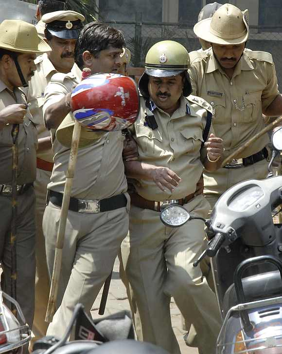 Policemen try to dodge stones pelted by lawyers