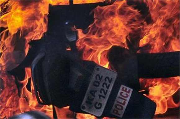 After Friday's clash, B'luru media demands lawyers' arrest