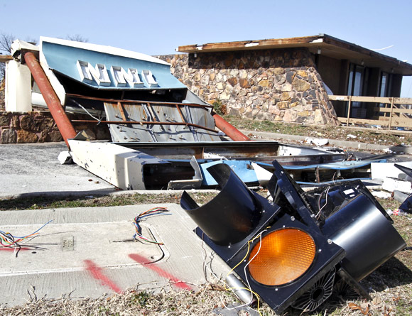 Deadly tornadoes tear across US