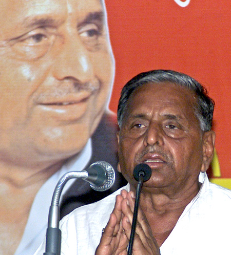 Samajwadi Party leader Mulayam Singh Yadav addresses an election rally