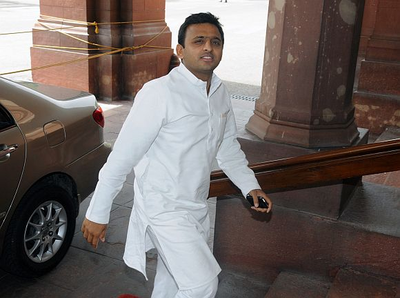 With rifts settled, Akhilesh stakes claim to form new govt