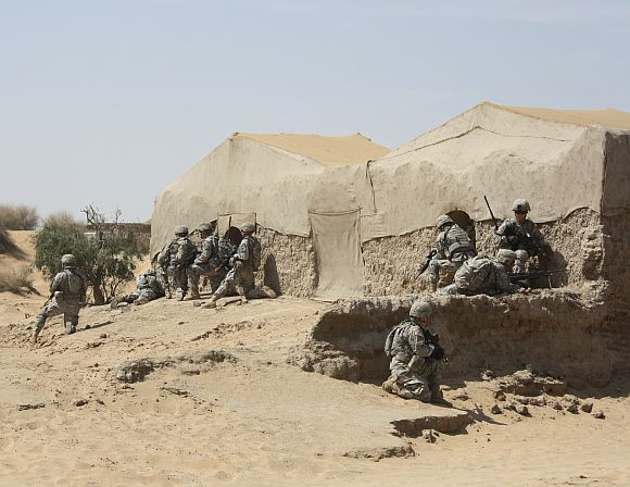 Close cordon of the insurgent hideout