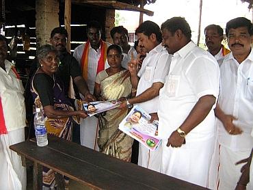 Supporters of Sarath Kumar's Samathuva Makkal Katchi