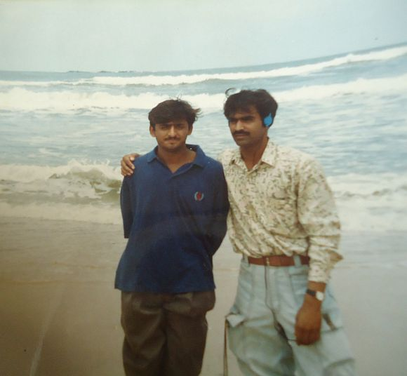 Here is an exclusive picture of Akhilesh with Rajeev Ranjan alias Chunnu, his batch mate at Mysore Engineering College