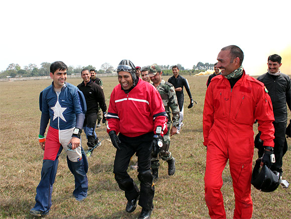 Lt Gen Halgali with the crew after the freefall jump