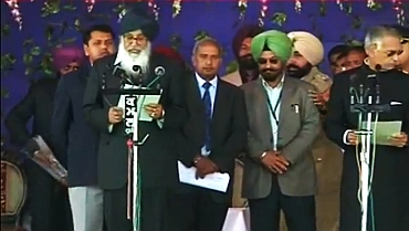 Shiromani Alkali Dal leader Parkash Singh Badal with Governer Shivraj V Patil at the swearing-in ceremony