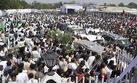 Thousands of SP supporters thronged the La Martinere College ground where Akhilesh took the oath