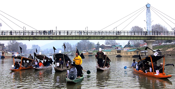 Protesters at the Dal Lake