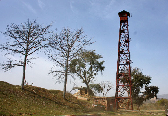 The LoC along the J&K border is defended by the Indian Army's soldiers who guard their posts 24x7
