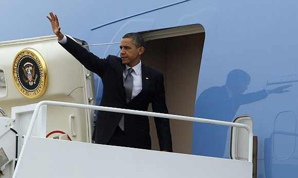 US President Barack Obama waves from Air Force One at Andrews Air Force Base