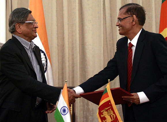 India's Foreign Minister S M Krishna (L) shakes hands with his Sri Lankan counterpart Gamini Lakshman Peiris during their meeting in Colombo on January 17, 2012. Krishna was on an official visit to Sri Lanka