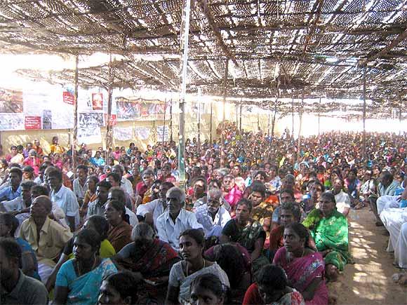 Hundreds of people join Udaykumar at Idinthakarai
