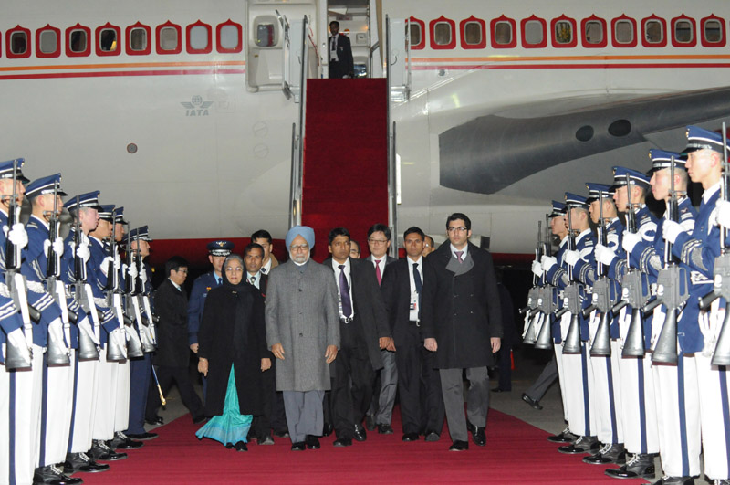 Prime Minister Dr Manmohan Singh arrives at the Seoul air force base to attend the 2012 Seoul Nuclear Security Summit