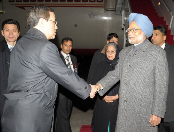 Prime Minister Dr Manmohan Singh received by South Korea's Vice Foreign Minister Kim Sung-han on his arrival at Seoul