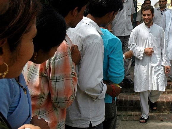 Supporters line up to meet Rahul Gandhi in Allahabad