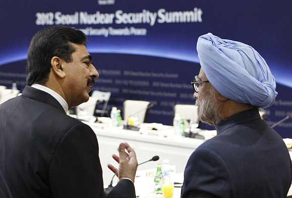PM, Gilani meet twice in Seoul