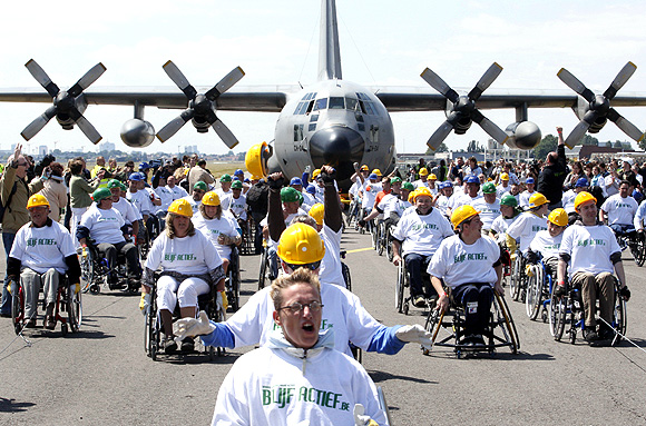 Heaviest plane pulled by people in wheelchairs